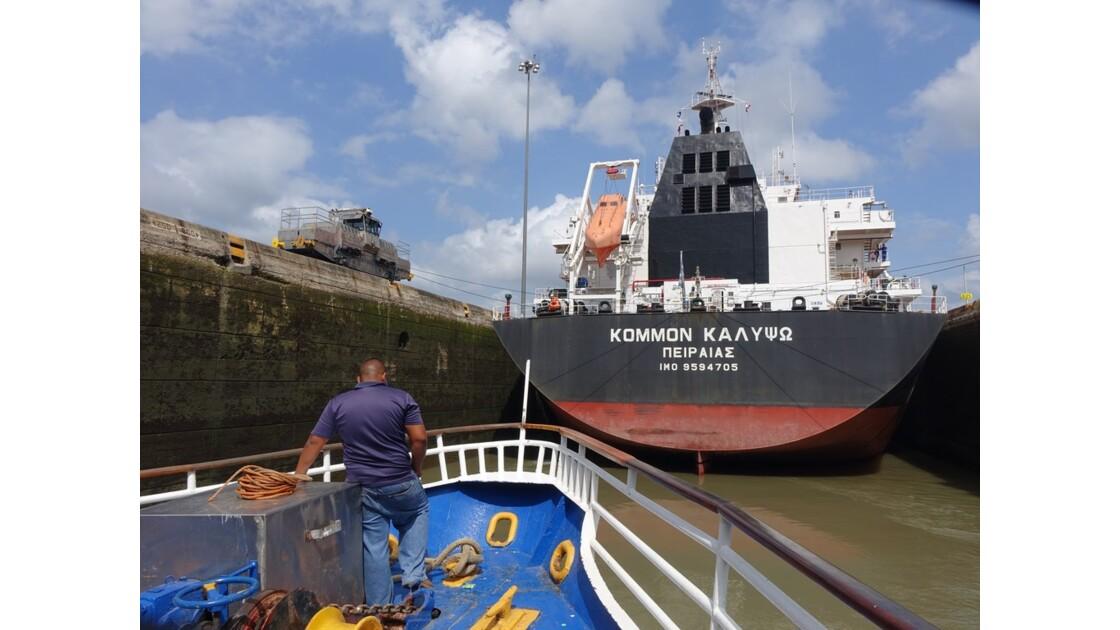 Panama Miraflores dans l'écluse