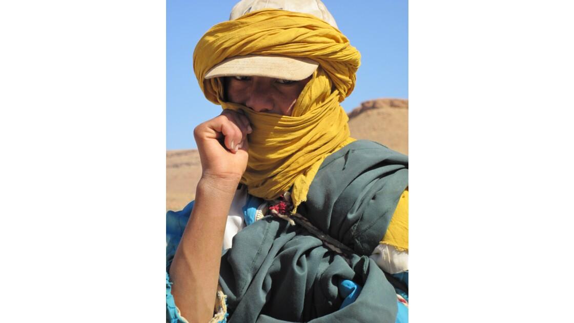 Le jeune berger qui nomadise avec son troupeau sur le plateau de Tamtattouchte