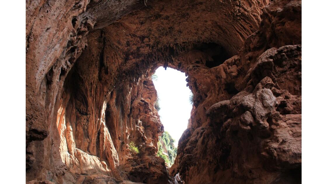 Sur le versant ouest du Haut_Atlas le pont naturel d'Imi'n'Ifri