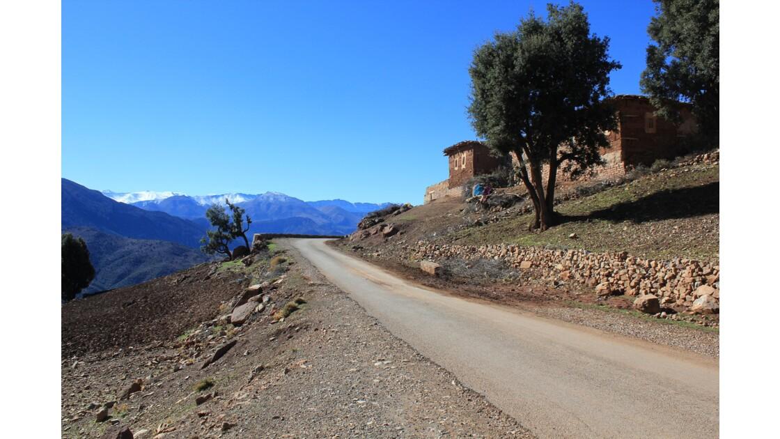 D'Azilal nous prenons la route plein sud vers le Djebel M'goun qui nous