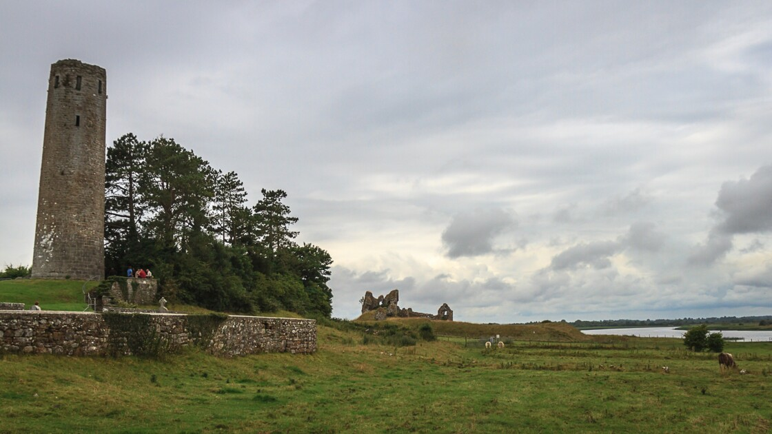 Irlande, site monastique de Clonmacnoise, VIème siècle