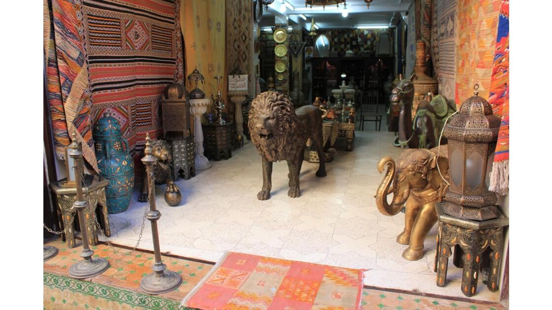 La médina au Maroc est un monde à part .Ici dans la médina de Fés