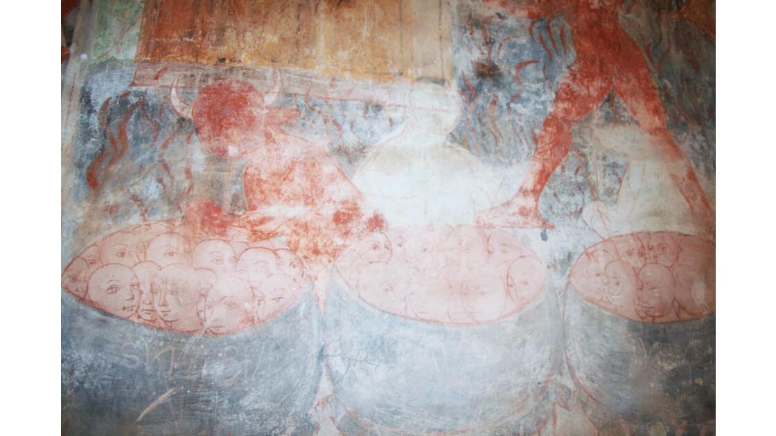 l'enfer fresque dans une chapelle romane