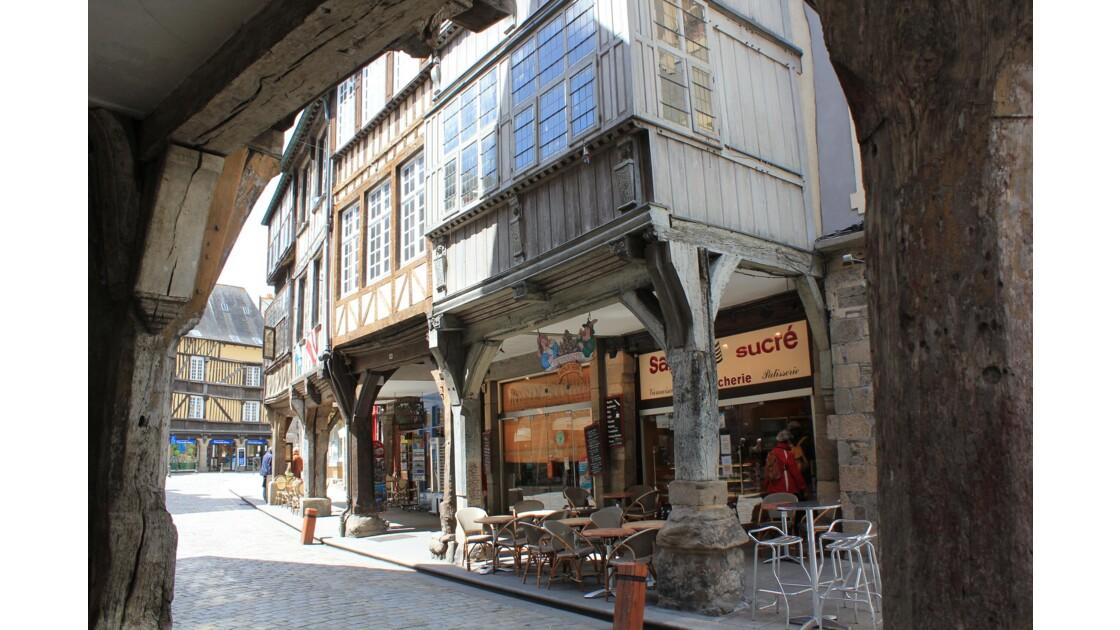Bretagne :les maisons à colombages de la vieille ville de Dinan sont