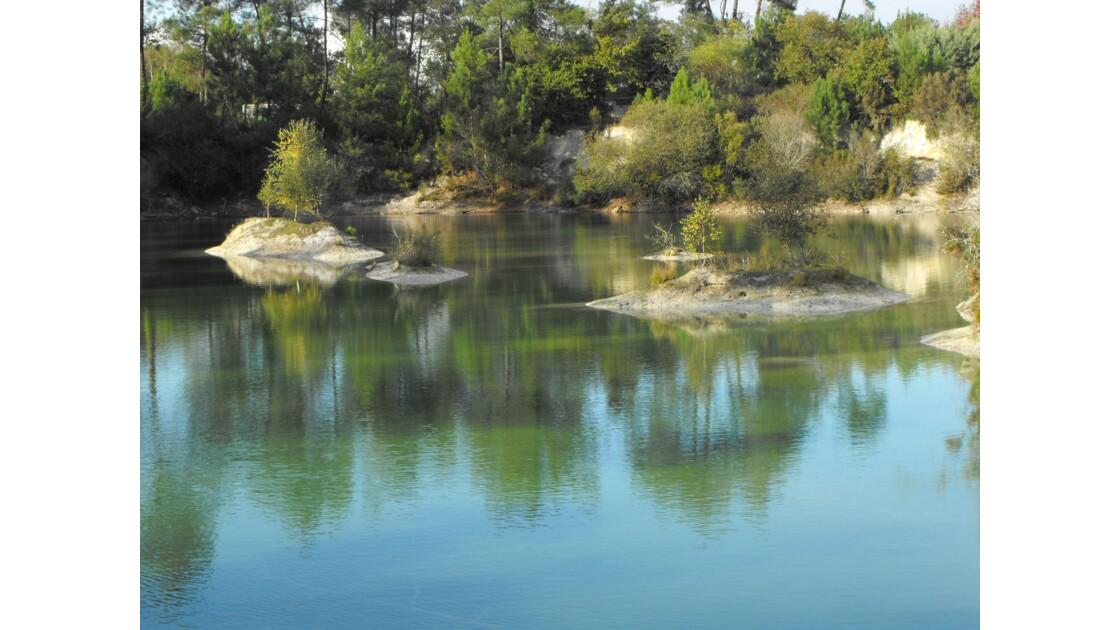 Automne Ensoleille Sur Le Lac Bleu A Leognan Geo Fr