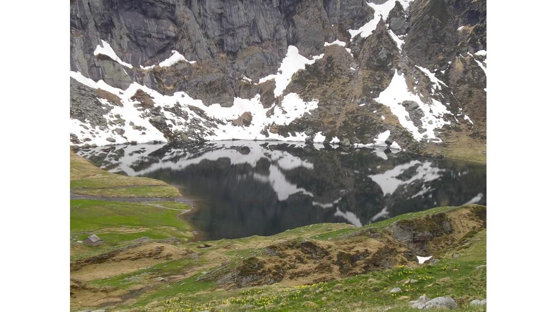 Lac de montagne en transparence