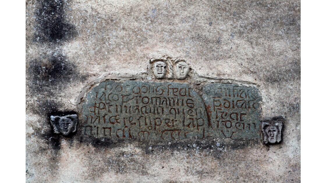inscription sur une chapelle romane en haute corse