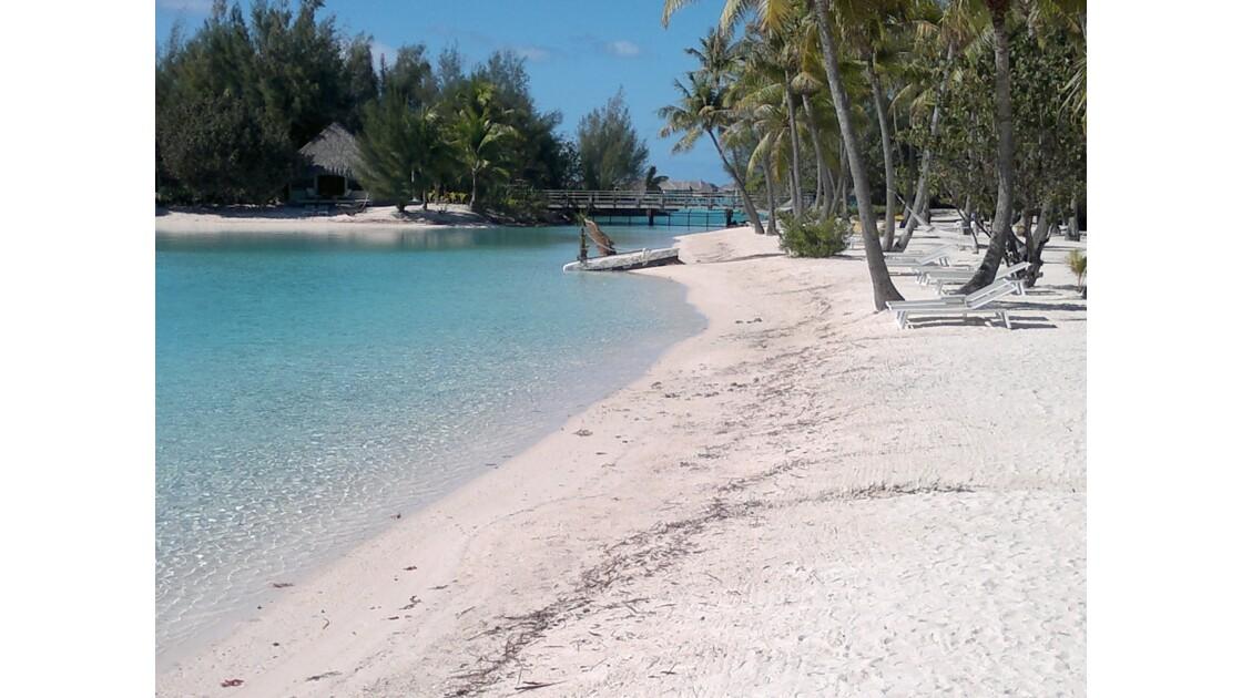 Plage de sable fin et blanc de Bora-Bora