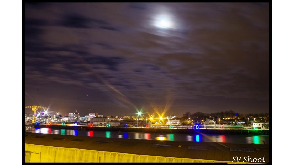 Lune sur le port de Nantes