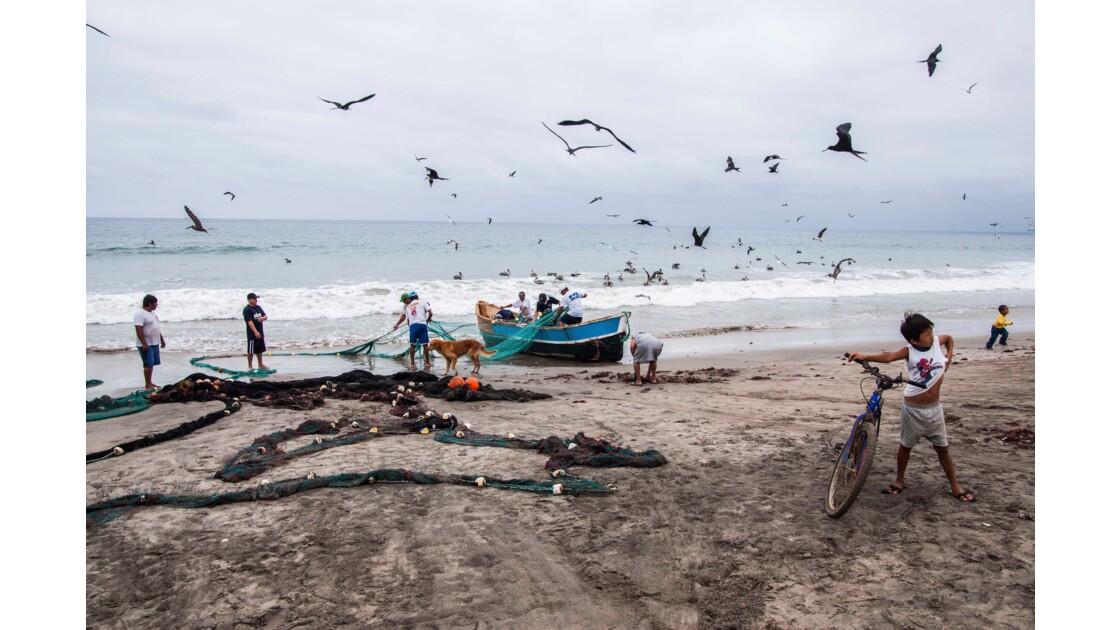 Plage de pêcheurs équatorienne
