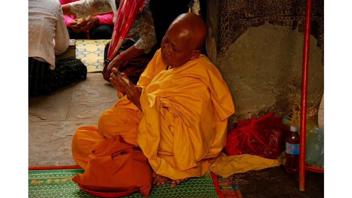 Moine à Angkor Vat