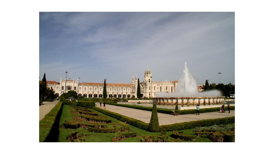 Praça do Império à Lisbone et le Monastère dos Jéronimos