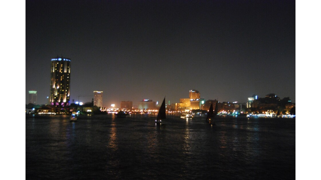 Le Caire by night