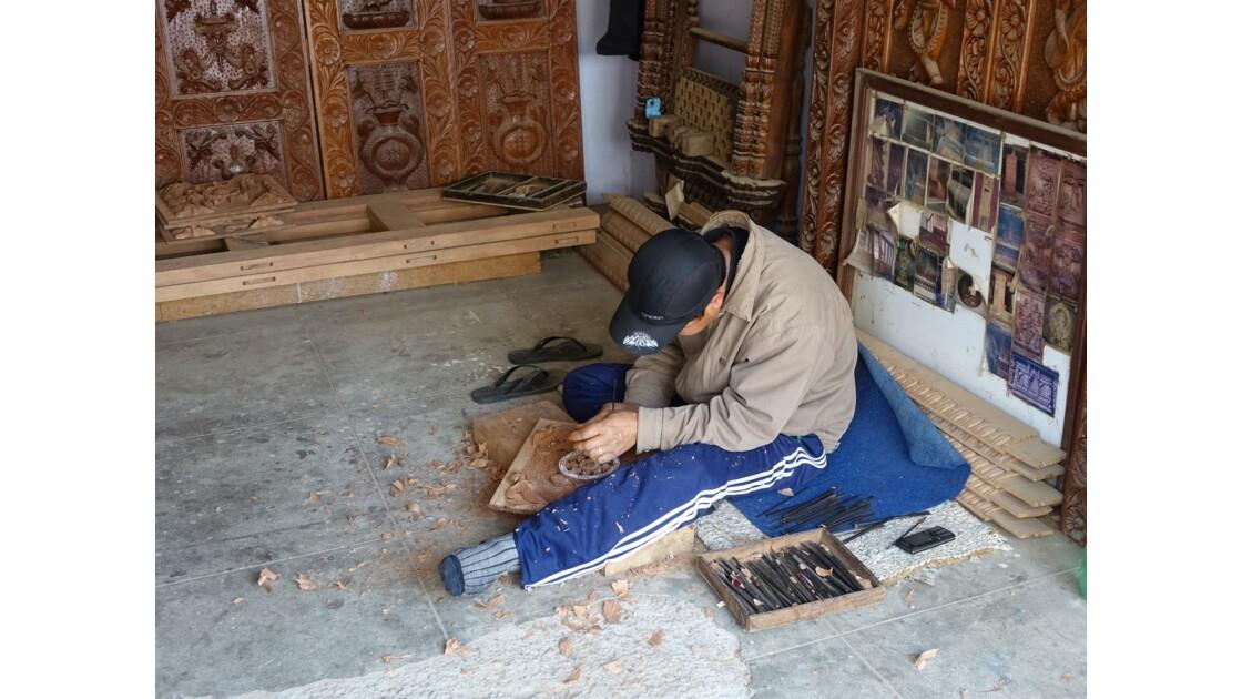 Népal Khokana fabrication de portes 1