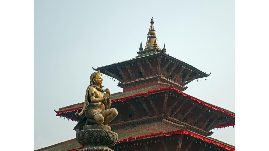 Népal Patan Durbar Square Statue de Yogendra Malla 2