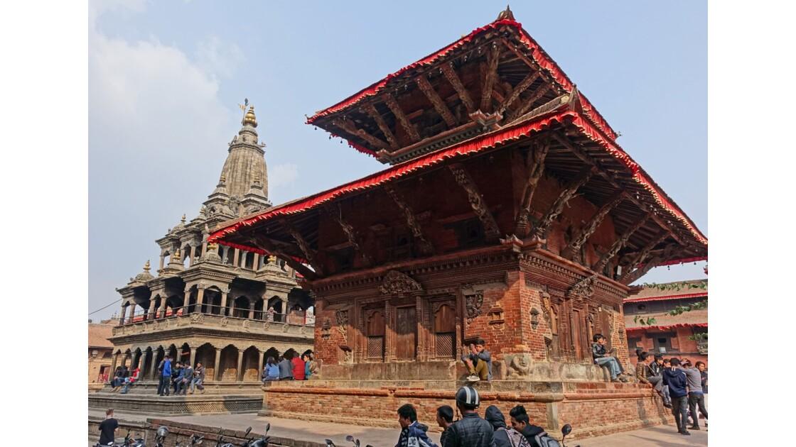 Népal Patan Durbar Square Tempe de Char Narayan et Temple de Krishna Mandir