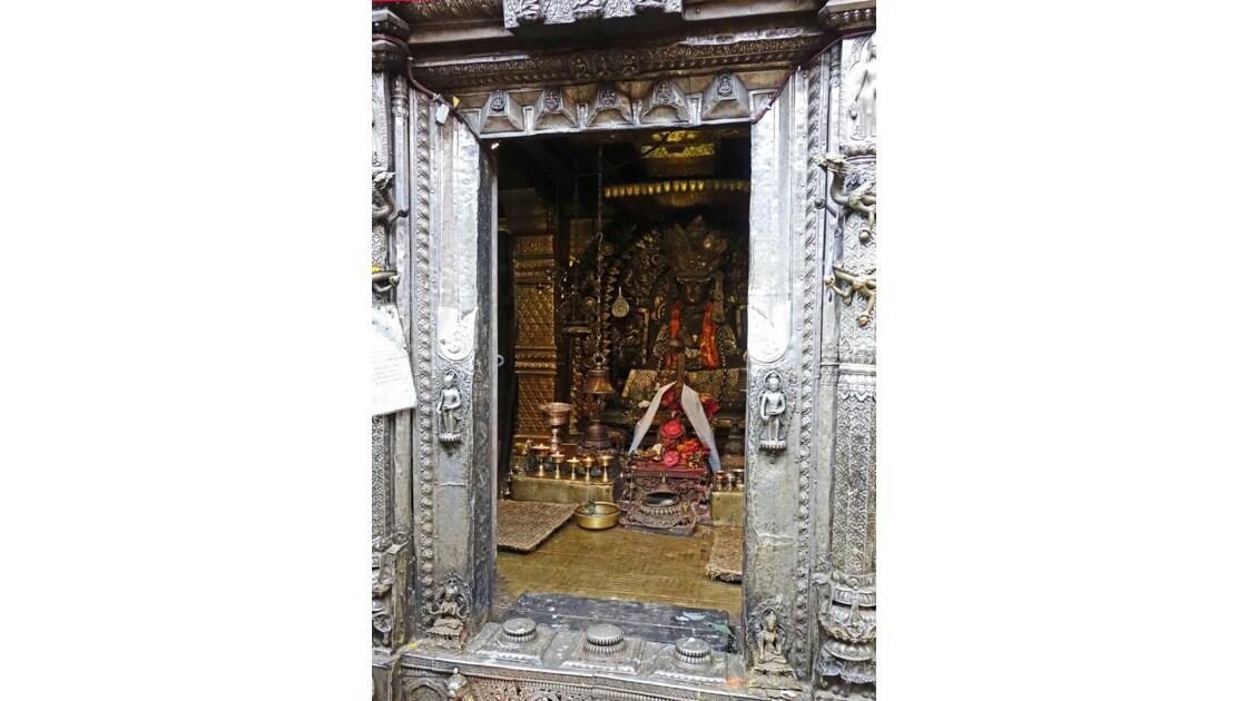 Népal Patan Temple d'Or Shakyamuni Bouddha 3