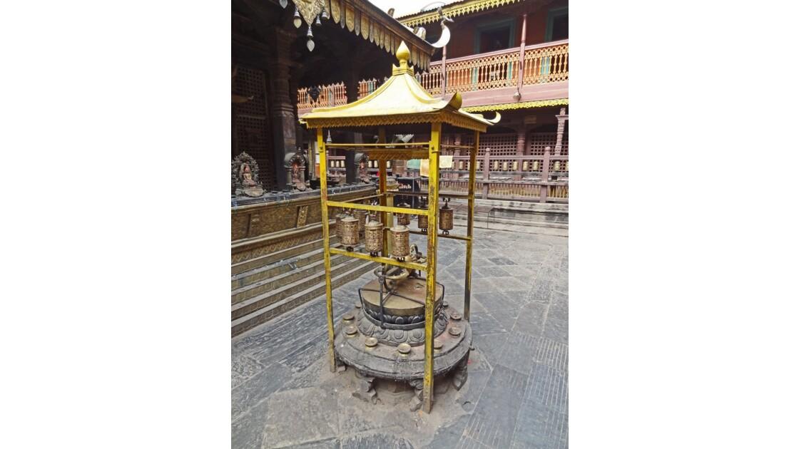 Népal Patan Golden Temple moulin à prière