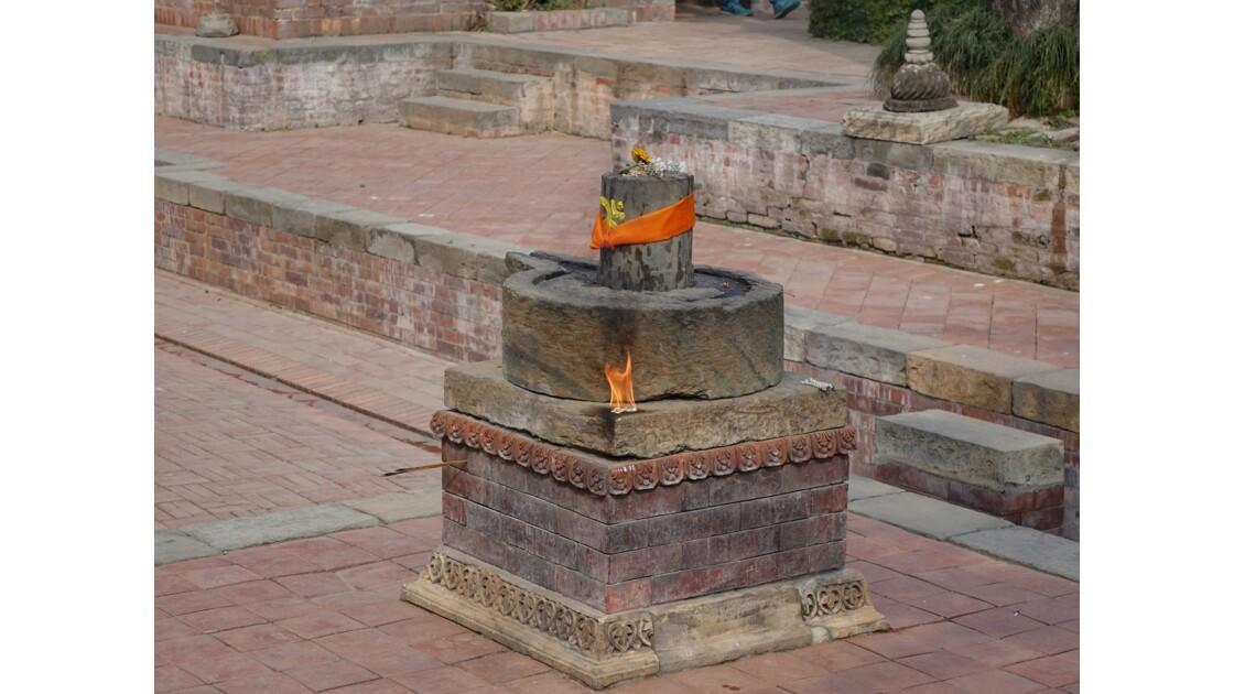 Népal Patan Palais royal le lingam de Keshav Narayan Chowk