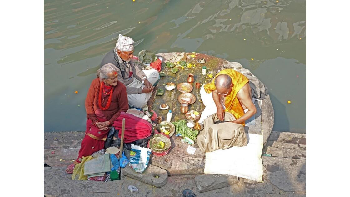 Népal Pashupatinath Au bord de la Bagmati 1
