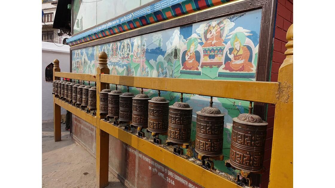 Népal Bodhnath autour du Stupa moulin à prière 1