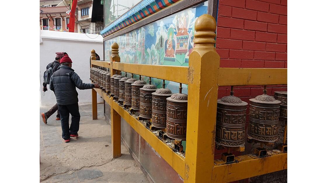 Népal Bodhnath autour du Stupa moulin à prière 2