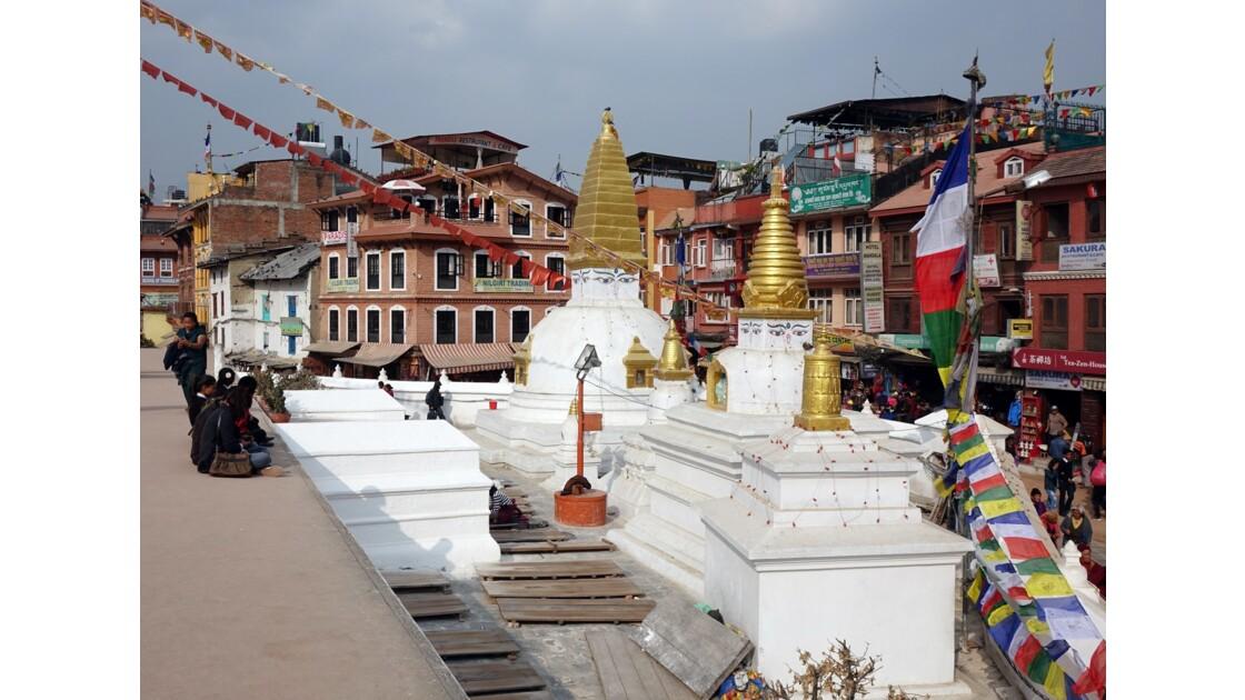 Népal Bodnath Petits stupas lieu de prière 1