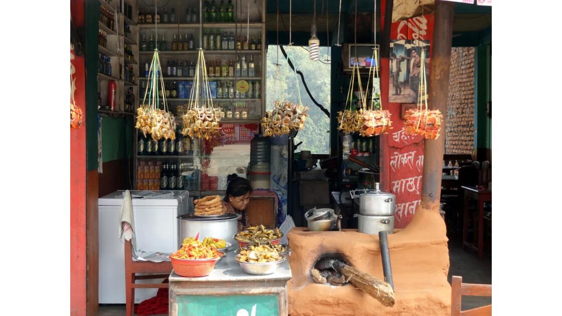 Népal Prithvi Highway les petits restaurants de Malekhu 2