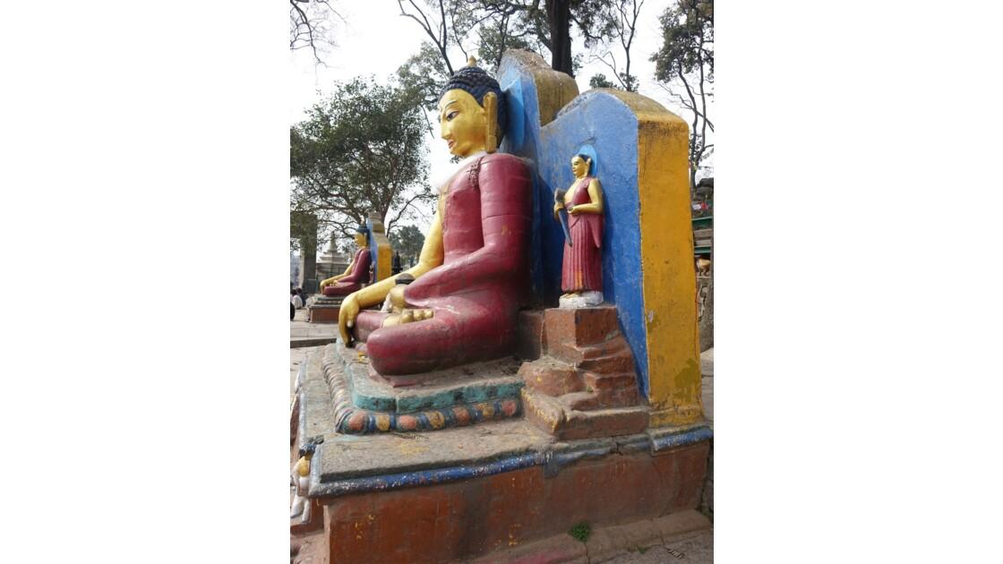 Népal Bouddha à l'entrée de Swayambunath 3