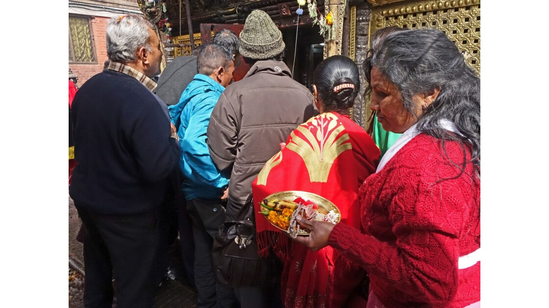 Népal Stupa de Swayambunath offrandes auTemple d'Hariti 6