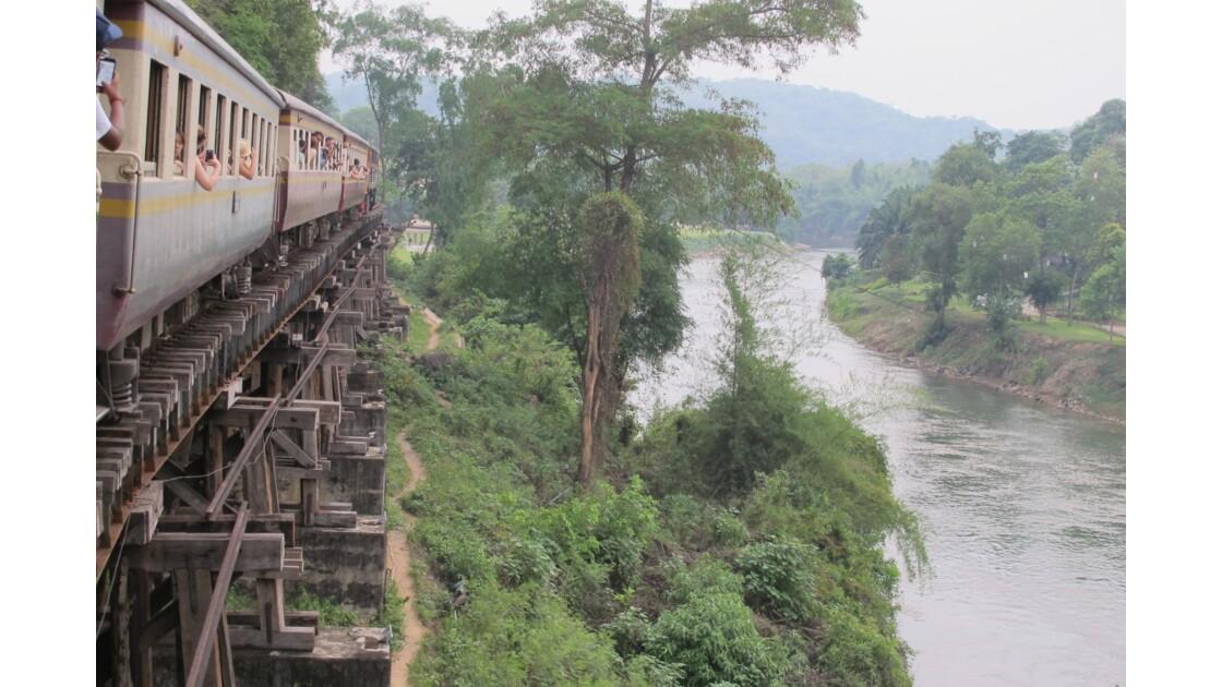 Death Railway surplombant la rivière Kwaï