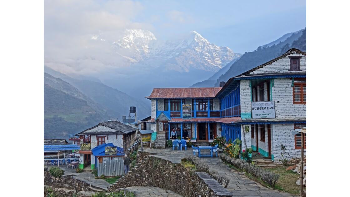 Népal Landruk Sunrise sur l'Annapurna sud et le Hiunchuli 1