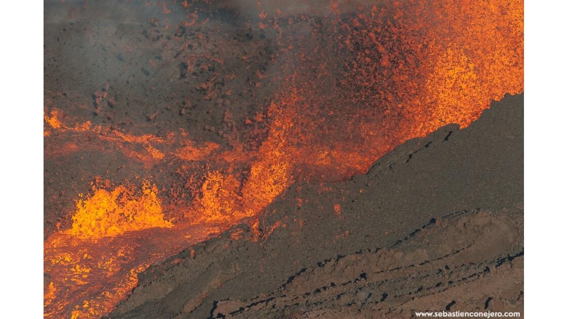 Eruption du piton de la fournaise  Ile de la Réunion 18 mai 2015
