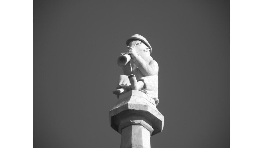 sculture sur une façade