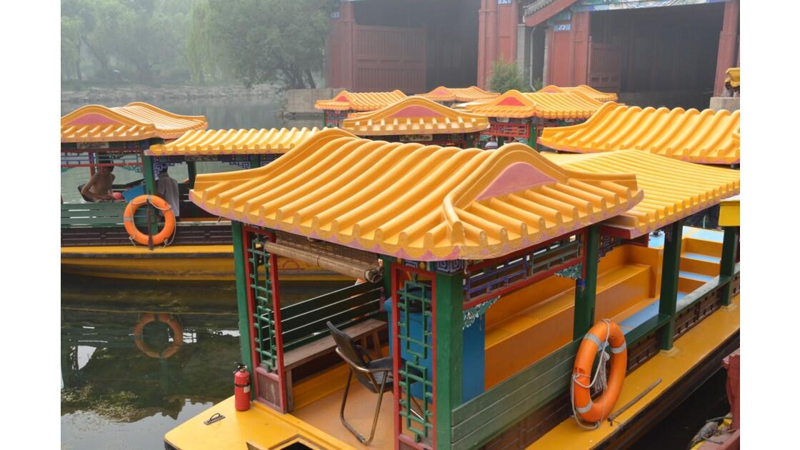 Bateaux colorés au lac de Kunming