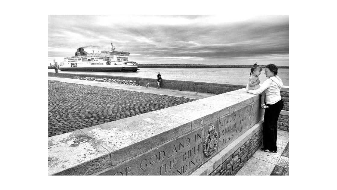 Sunday, Front de mer, Calais.