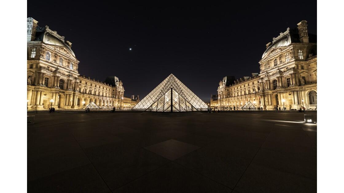 Pyramide illuminée