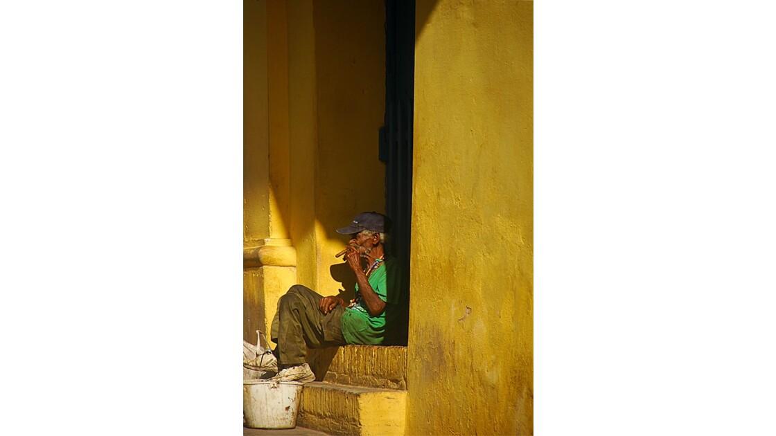 sur le pas de la porte Cuba