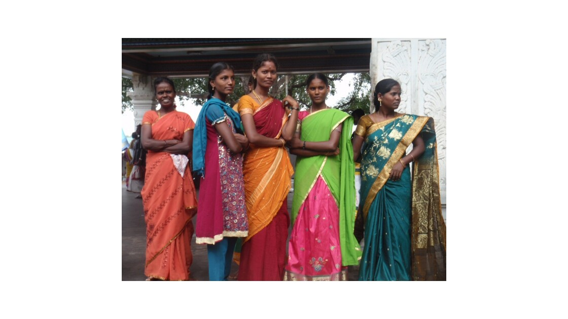 Jeunes femmes (sur la route de Madras à Pondichéry)