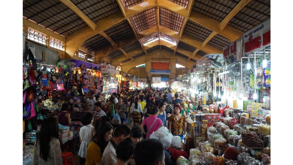A l'intérieur du marché Ben Tanh de Saigon