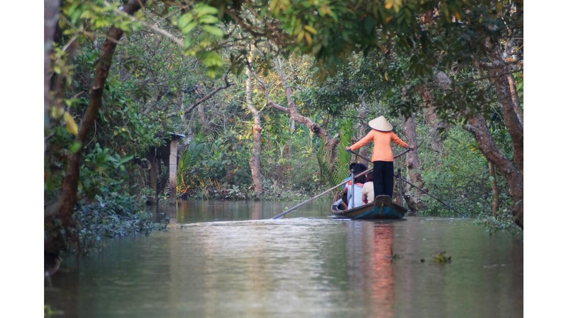 Ballade en barque sur les canaux affluents du Mekong