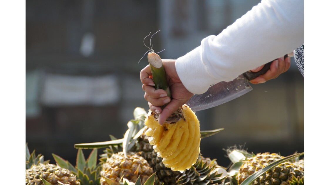 Marchande d'ananas sur le marché de Cai Rang