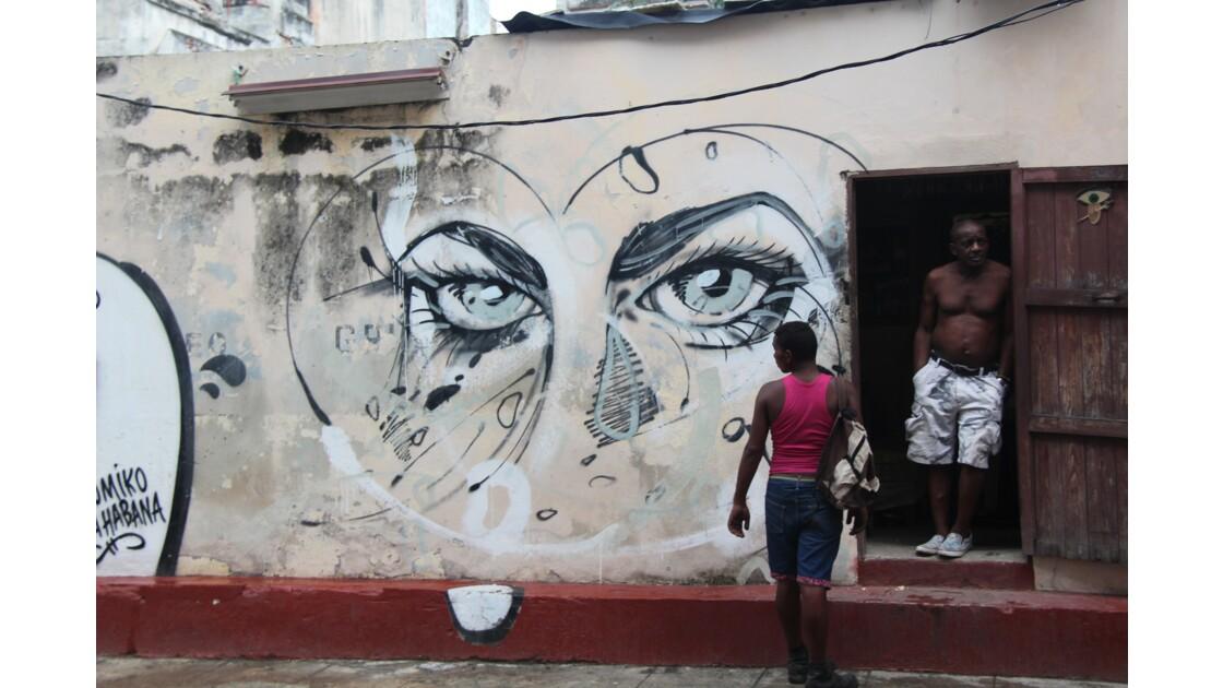 un regards sur les facades de la Havanne