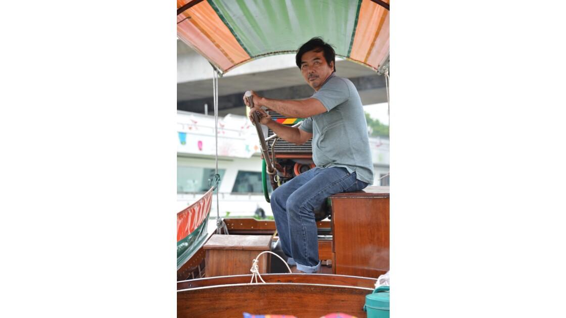 Conducteur de Long tail boat