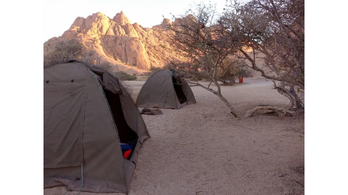Namibie Spitzkoppe  Campement au petit matin