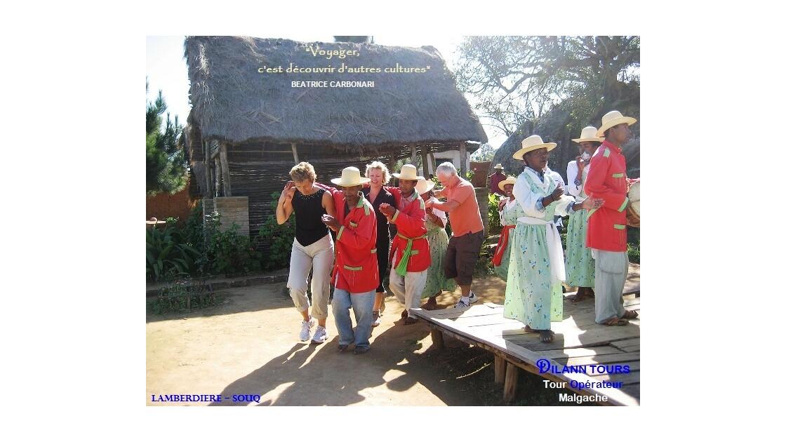 La danse traditionnelle malgache - The Malagasy traditional dancing