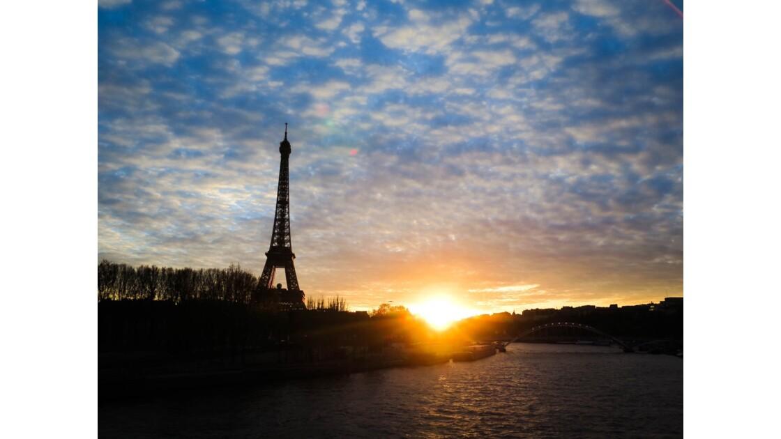 Decente de rideau sur la Seine