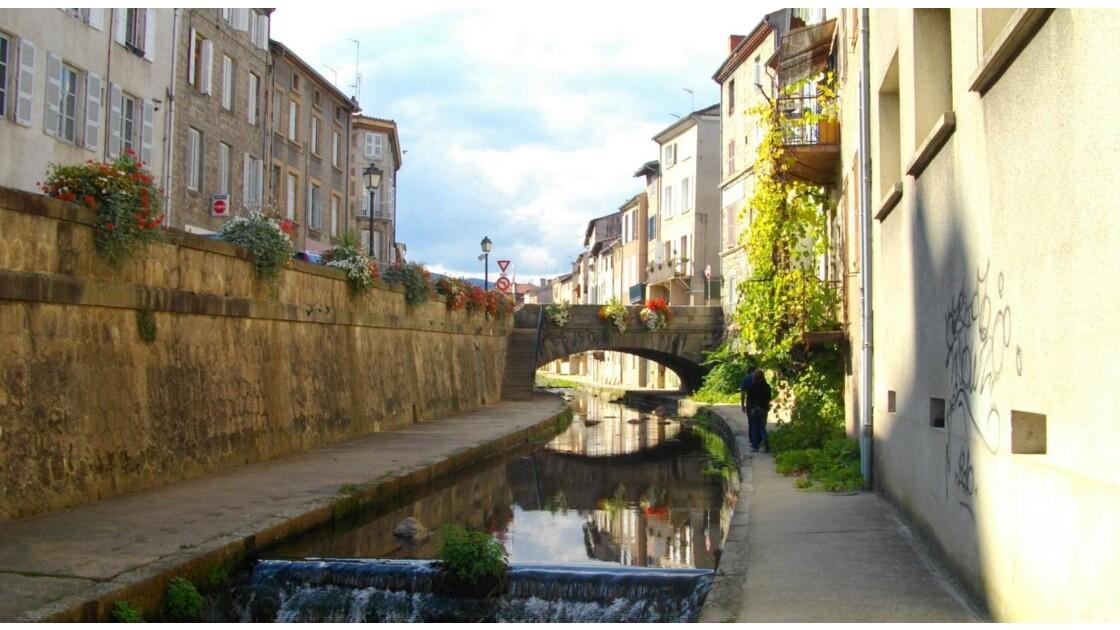 Courbes du Vizézy (Montbrison, Loire)