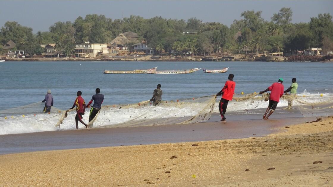 Sénégal entre Saly et Mbour remontée des filets 1