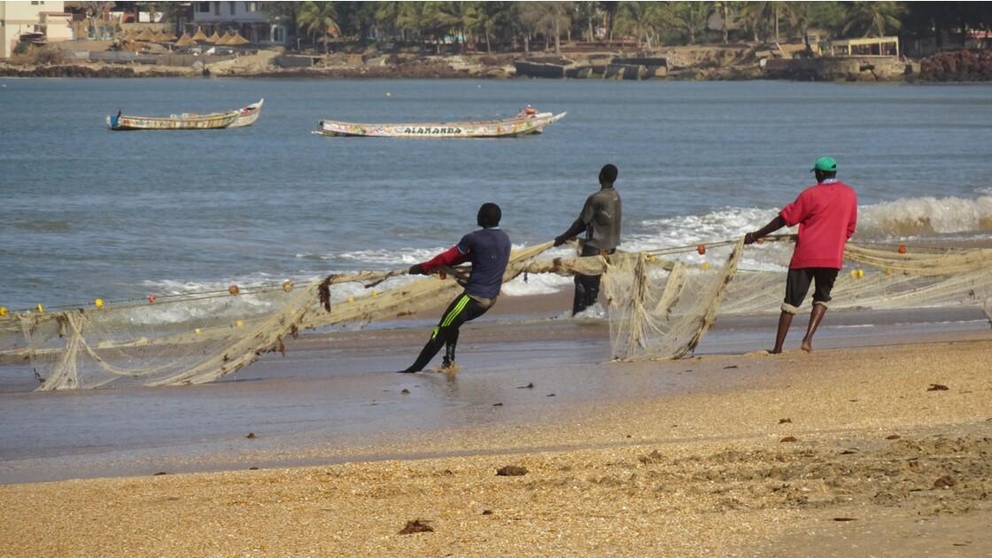 Sénégal entre Saly et Mbour remontée des filets 2